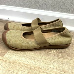 KEEN Size 9 Sienna Mary Jane Canvas Casual Walking